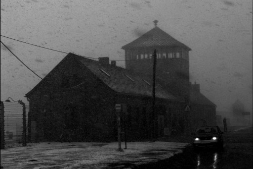 auschwitz-watchtower-in-snow